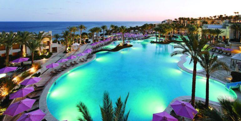 Gran- Rotana-Resort-Spa12